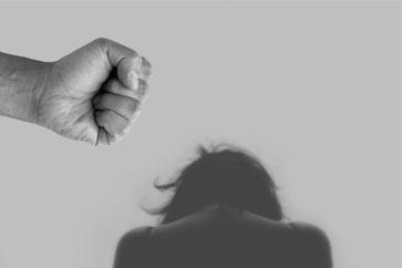 Ayuda a mujeres víctimas de violencia de género en dos hermanas